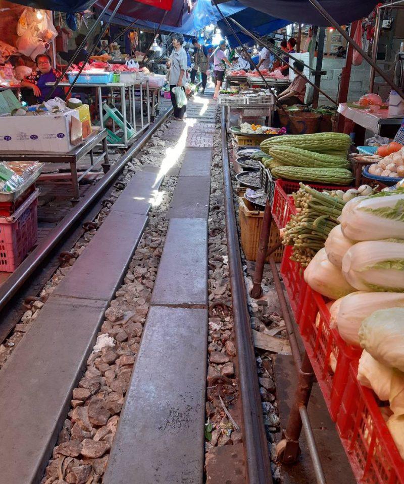 Railway > rom hoop Market @SamutSongKhram